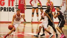 Redmen captain Vincent Dufort takes iti to the hole (LA Benoit/ McGill Tribune)